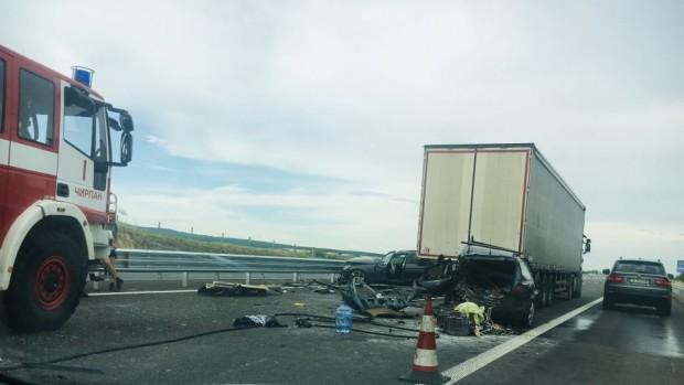 ТрудКилометрично задръстване на автомагистрала