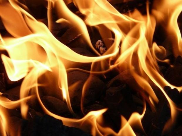 Четири екипа на пожарникари и спасители гасиха пожар, възникнал вбаза