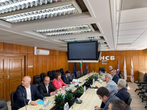 Председателят на БСП Корнелия Нинова проведе среща с КНСБ. Двете