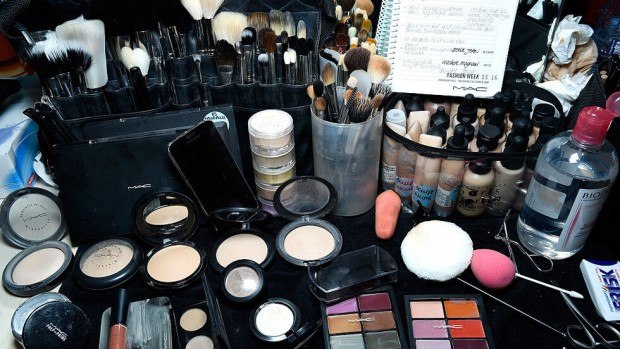 GettyImagesПовече от половината масово използвани козметични продукти като червила, спирали,