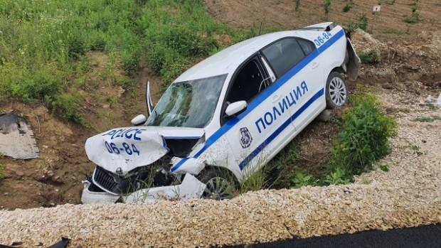btvКатастрофа с полицейска кола стана на третокласен път. При инцидента,