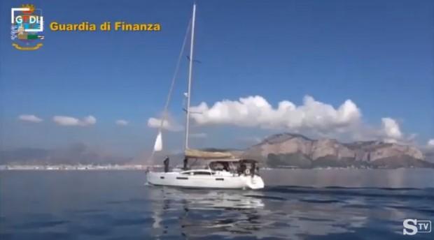 Италианските власти арестуваха трима българи, които пренасяли във ветроходна яхта
