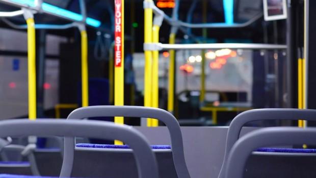 Нападение в столичен тролейбус. 42-годишен мъж намушка с нож 22-годишен