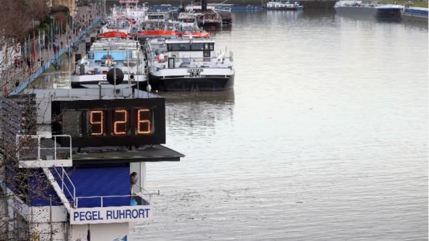 БГНЕС > Участък на река Рейн в Дуисбург, Германия, 4 февруари