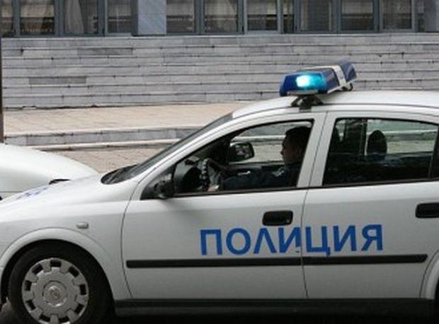 При инцидента няма пострадали, а полицейският автомобил се е разминал
