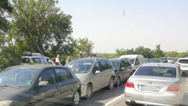БТВ Верижна катастрофа около Яворовското ханче по обходния маршрут на ремонта