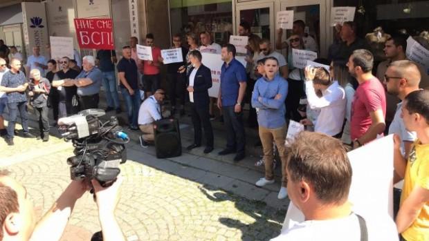 Bulgaria On Air Протест пред централата на БСП. Част от структурите