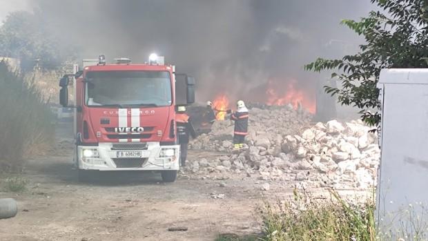 Varna24.bg Запалени гуми в село Тополи вдигнаха на крак огнеборците във