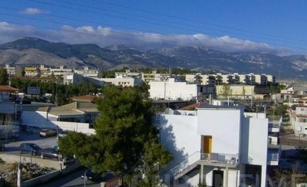 Гръцките пожарникари не могат даовладеят огромния пожар,който достигнасеверните предградия на
