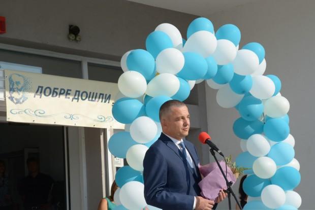 Новата учебна 2021/2022 година започна присъствено във всички училища във