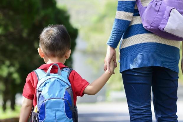 Семействата на 37847 първокласници и 28889 осмокласници вече са одобрени