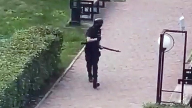Въоръжен мъж е открил стрелба в университет в руския град