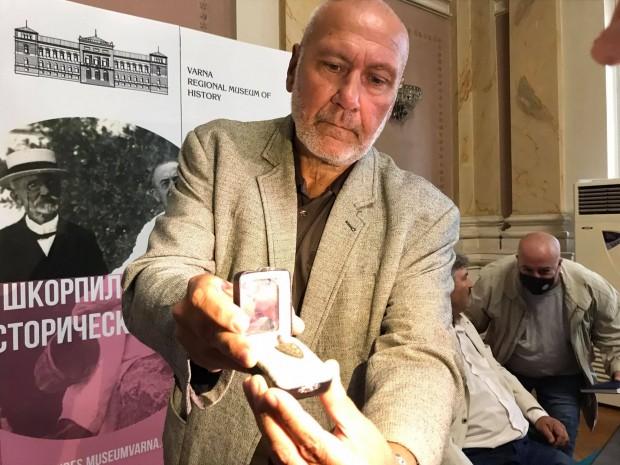 В навечерието на Деня на независимостта, археологътпроф. Николай Овчаров предаде