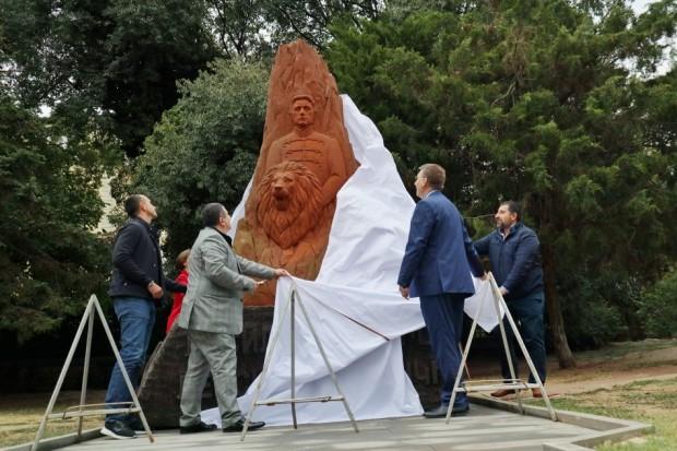 Скулптурна композиция на Апостола на свободата Васил Левски бе открита