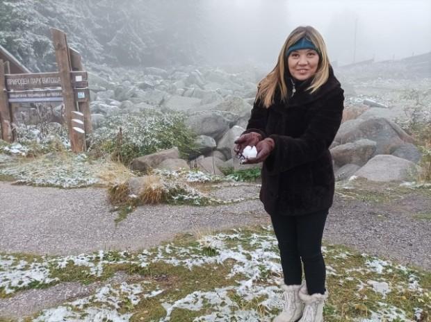 Лека снежна покривка се образува на Витоша след вчерашния снеговалеж.