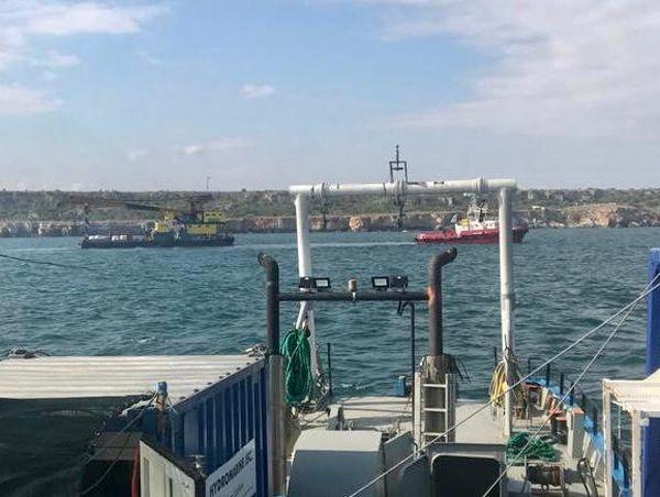 Технически е обезпечена операцията по освобождаването на заседналия товарен кораб