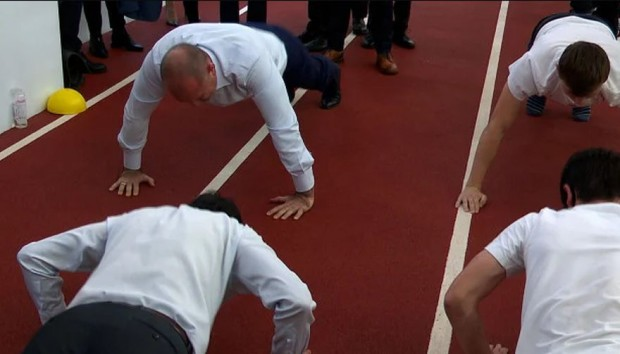 Президентът показа, че не е загубил спортната си форма от