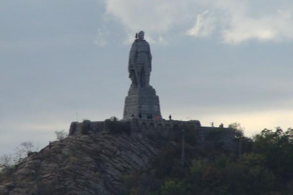 Varna24.bg Срамно е най-внушителните паметници в България да са на Съветската