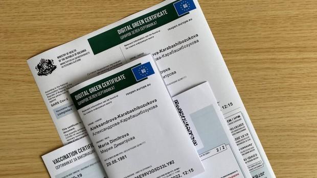 Чехия въвежда мерки срещу COVID-19, след като броят на новите
