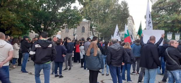 Sofia24.bg Протестиращи се събраха в пространството пред Президентството, видя пепортер на