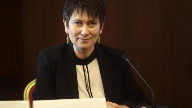 Дневник Министърът на икономиката в служебното правителство Даниела Везиева участва в