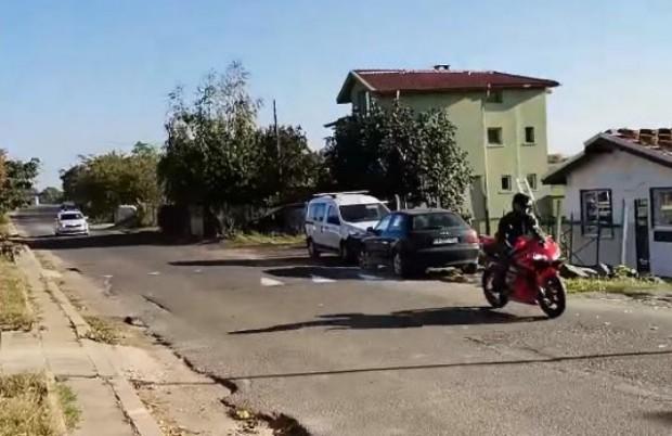 Установиха самоличносттана моторист, който си спретна гонка с полицията, съобщиха