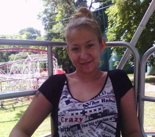 Фейсбук Помните ли момичето, коетосегрижеше за болната си от рак майка?