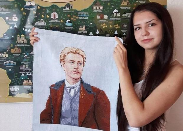 18-годишна патриотка собственоръчно избродира гоблен с лика на Левски. За