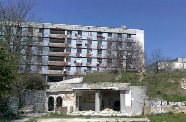 """Изоставеното защитно съоръжение на ул. """"Барутен погреб"""" ще бъде превърнато"""