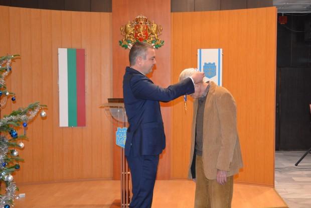 Кметът на Варна Иван Портних удостои с почетен знак с