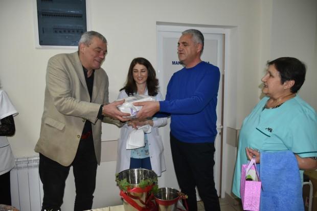 Заместник-кметът по икономика и финанси Иво Николов подари фетален монитор