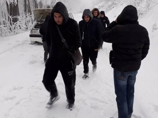 Осемте тийнейджъри от Казанлък, заради които тази сутрин от 5