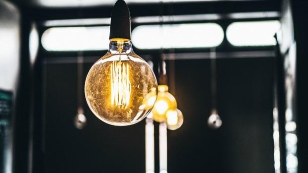 Скок в цената на тока между 15 и 30 на