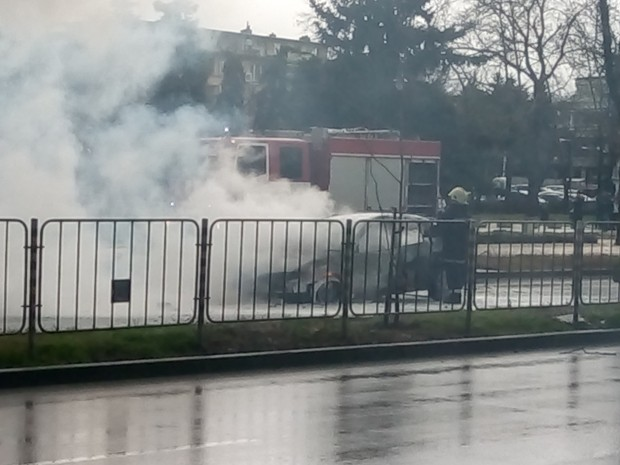 "Varna24.bg Лек автомобил избухна в пламъци по бул. ""8-ми приморски"