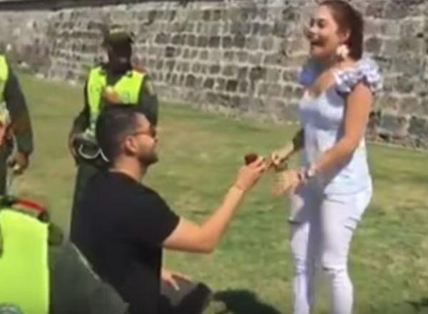 В колумбийския град Картахена влюбен мъж организира и изигра арестуването
