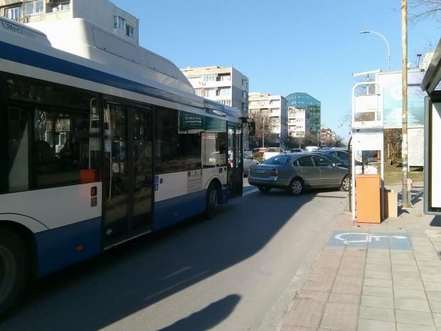 Varna24.bg Таксита, чийто стоянки са около автобусните спирки, както и