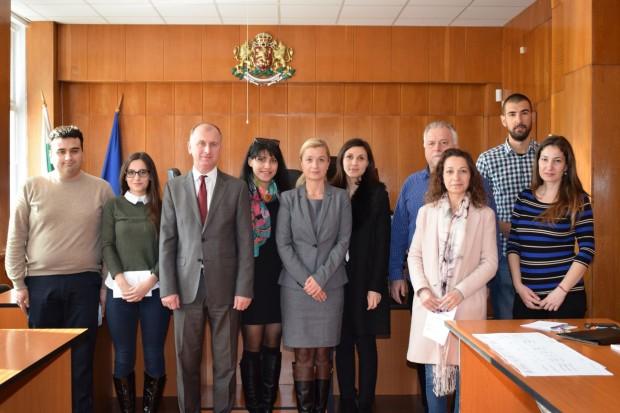 Осем стажант-юристи подписаха актове за встъпване в длъжност в Окръжен