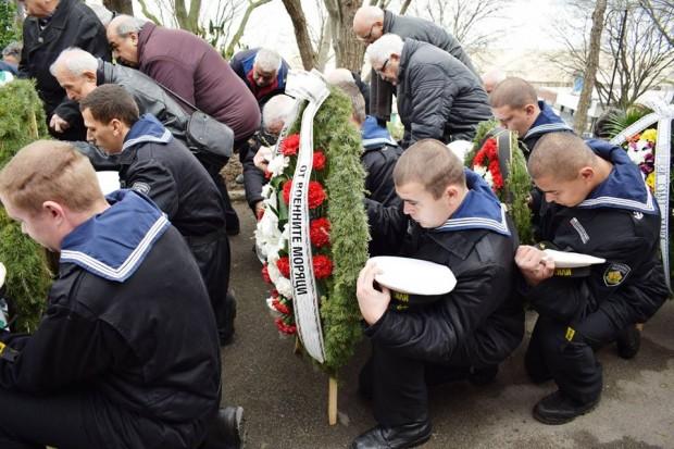 Varna24.bg Днес с военен ритуал и поднасяне на венци и