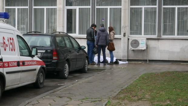 Човешки труп пред ДКЦ II в Пловдив! За това информираха