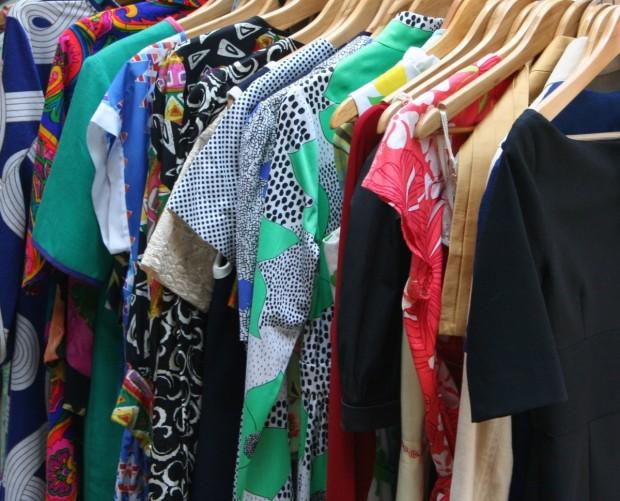 Пазаруване на килограм. Откъде идват дрехите втора ръка до пазара