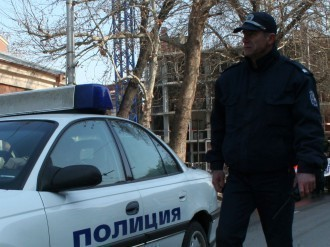 След активни действия полицаи от Раковски разкрили автор на домова