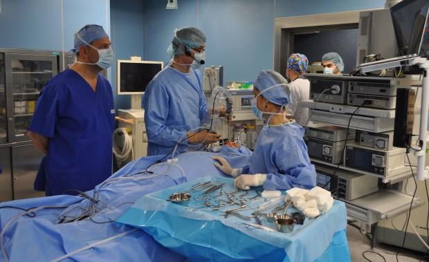 18 специалисти и специализанти по оториноларингология преминаха в УМБАЛ