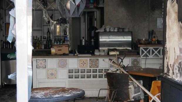 Снимка: Вижте какво остана от лъскавото заведение