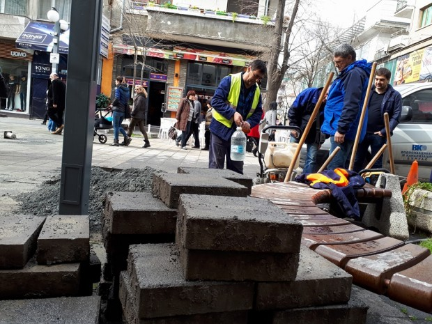 Burgas24.bg виж галерията Авария на централен водопровод под улица