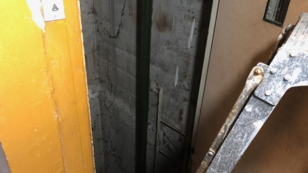 bTV 75-годишен мъж пострада, след като падна в асансьорна шахта от