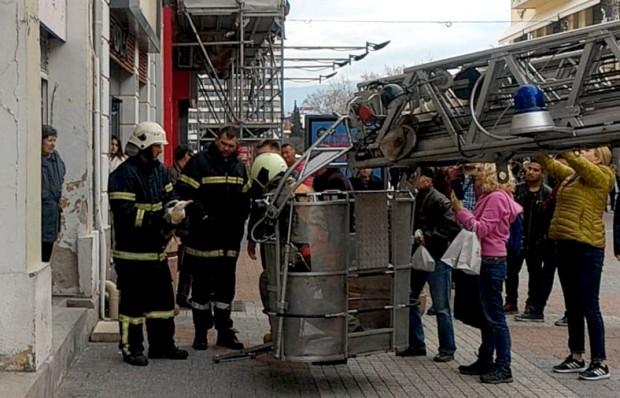 Уникална спасителна операция се проведе на Главната в Пловдив преди