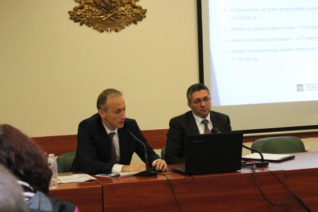 Министърът на образованието и науката Красимир Вълчев днес ще бъде