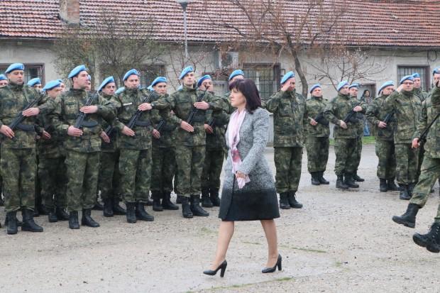 Председателят на Народното събрание Цвета Караянчева и министърът на отбраната