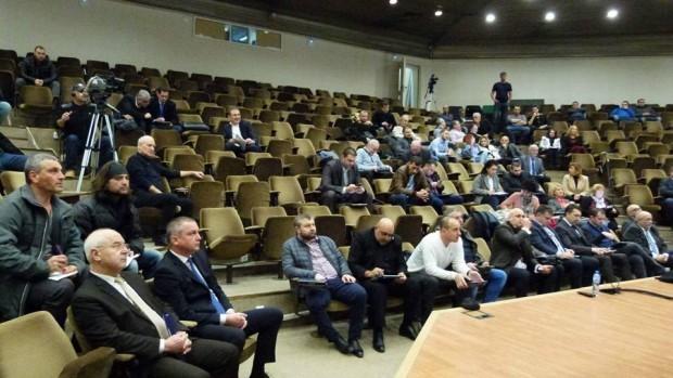 Снимка: Местният парламент решава за новите правила при прием на първолаци
