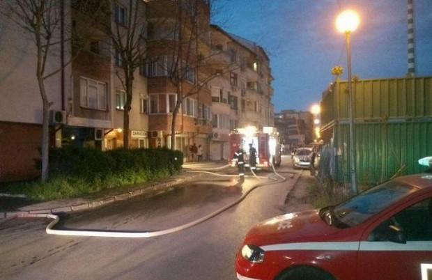 Два екипа на пожарната и линейка има на мястото на